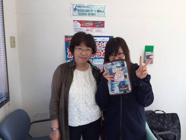 Shiori カナダへ カナディアンと一緒の職場で頑張っています!