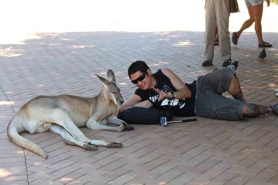 friendship-with-kangaroo_12686071304_o-970x647