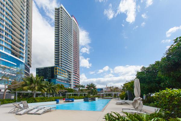 inforum-deluxe-student-residence-pool_15128604227_o