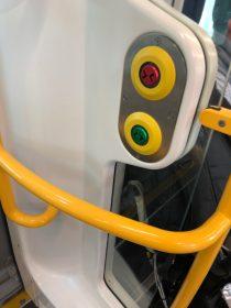 電車内 ボタン