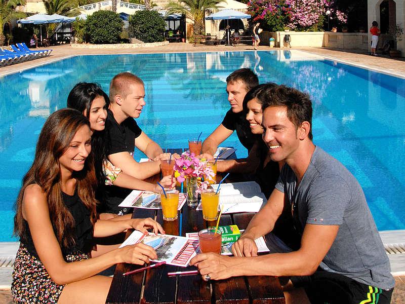 2012-malta-pool-panorama-0223-web1024x768-c8b58302