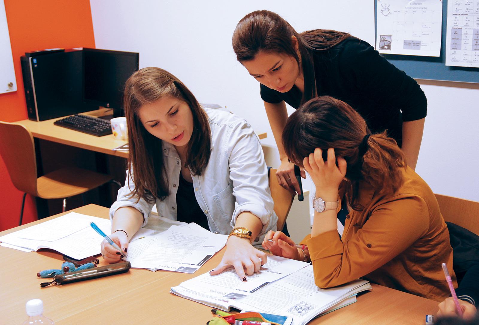 ilsc-sydney-campus-teacher-students